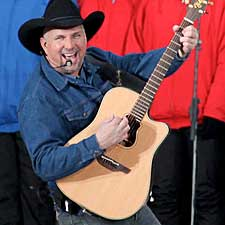 Garth Brooks Announcement Dishes on New Label, Tour
